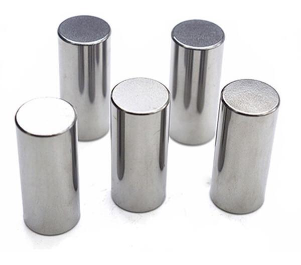 tungsten carbide studs